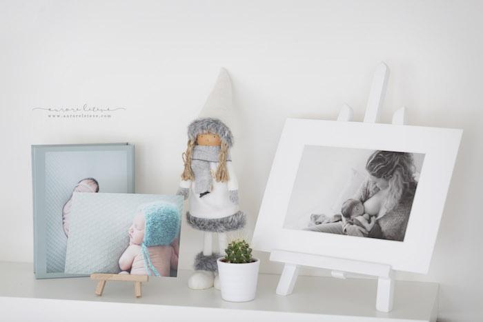 Petits cadres et éléments de décoration du home-studio photo d'Aurore.