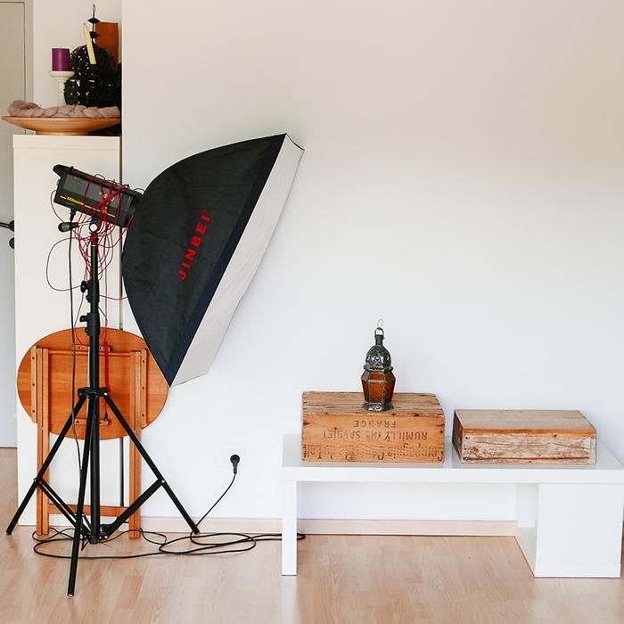 La lumière de studio, artificielle. Dans le studio photo d'Amandine.