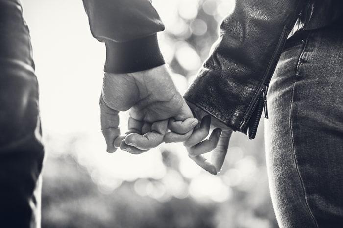 """Devenir photographe de mariage : quelles sont les démarches administratives et juridiques ? Un article illustré des photos d'Amandine Thomas, photographe et de son avis à propos du livre """"check-list""""."""