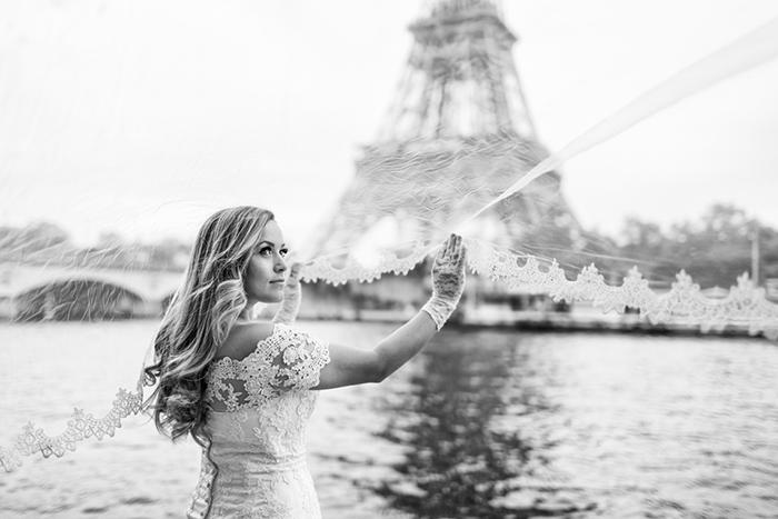 Une belle photo d'une mariée à Paris