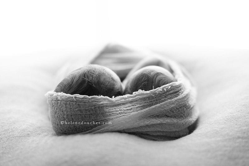 photo de nouveau-né de jumeaux