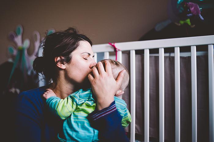 Photo bébé et sa maman - calin - Marionescence.fr