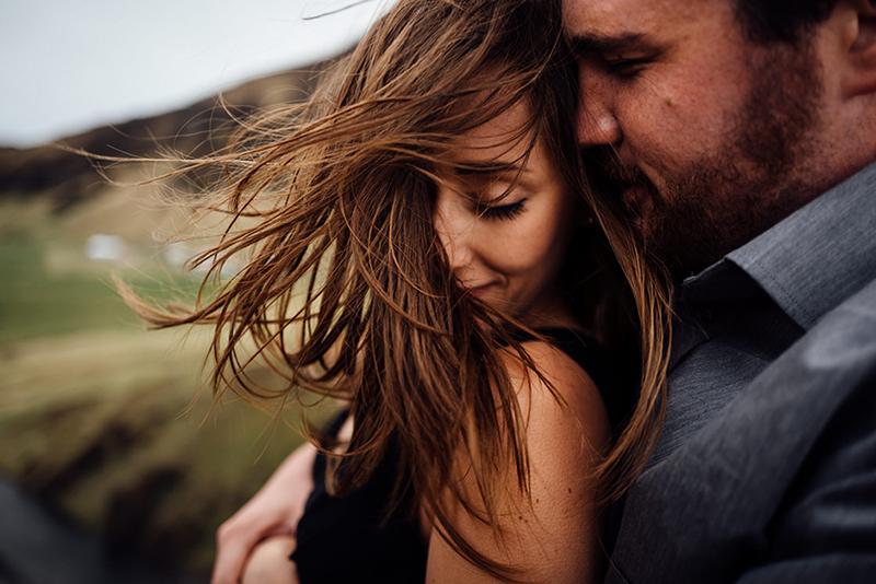 Photo de couple : Créer un moment authentique et rempli d'émotions.