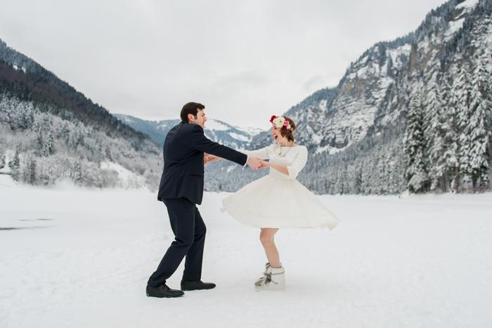 Un mariage en hiver - danser dans la neige - par Cécile Creiche
