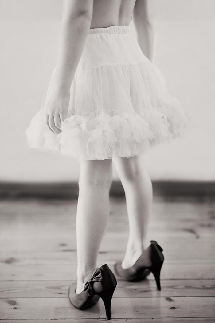 Petite fille avec des talons