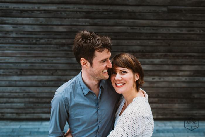 Portrait d'un couple souriant et heureux