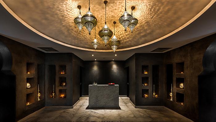 Hall d'hôtel de luxe couleur or