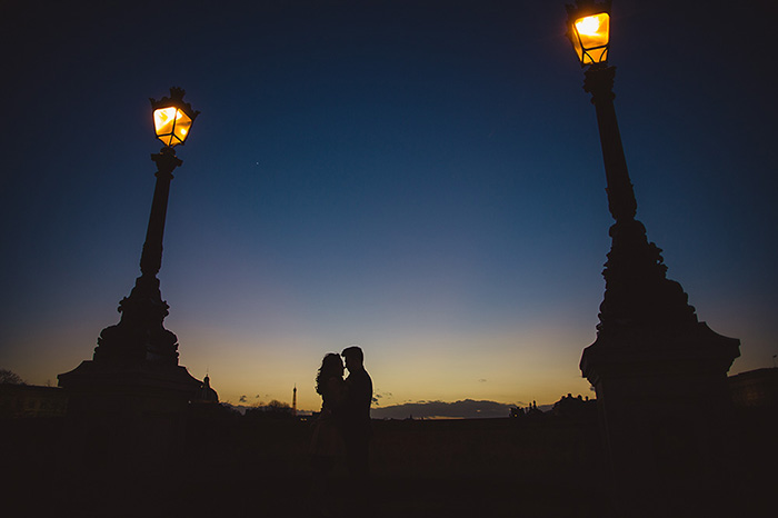 Photo de couple au coucher du soleil, par Jacques Mateos, photographe de mariage