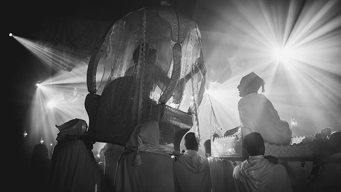 photographie festive d'un mariage en noir et blanc par Garderes et Dohmen