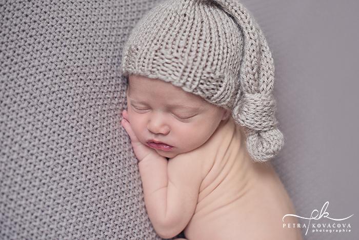 Newborn-Posing par Petra, photographe en Bretagne