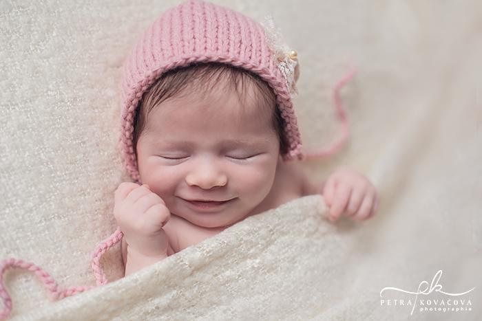 Nouveau-né avec un grand sourire