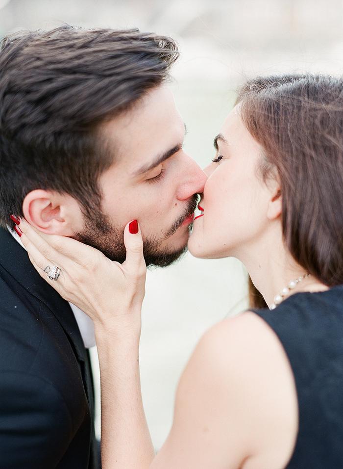Photo de couple - le baiser - Argentique - Par Marie Filmphotographer