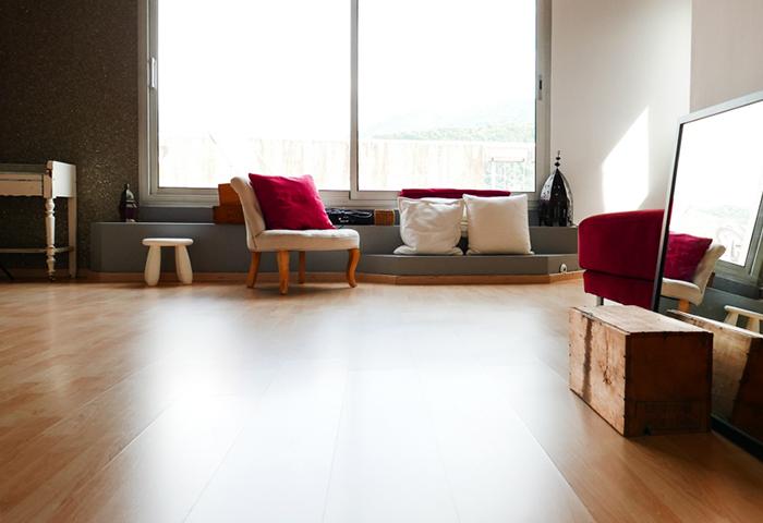 """Un espace """"lumière naturelle"""" dans le studio photo d'Amandine Crochet."""