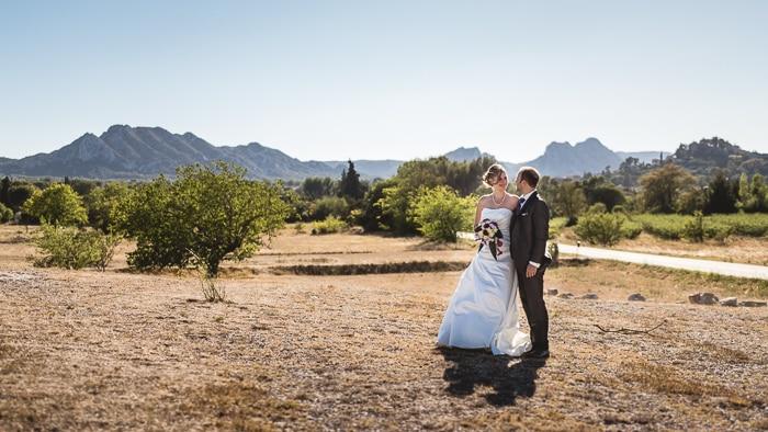 Photo de mariés à la campagne, par Amandine Thomas