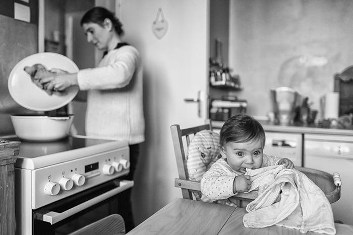 Une scène du quotidien photographié par Maryline Krynicki. Un reportage documentaire artistique pour les familles.