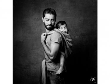 Le portage vu par les papas. Un projet photo en noir et blanc.