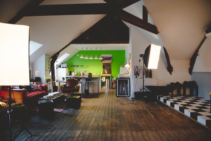 Le studio atypique d'un photographe situé en Bretagne. Un grenier relooké pour des séances photos !
