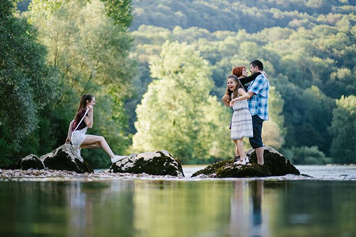 Photo de famille : 4 astuces pour des images naturelles et plaines de vie !