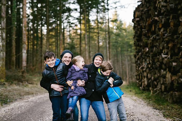 Photographie lifestyle d'une famille avec 3 enfants !