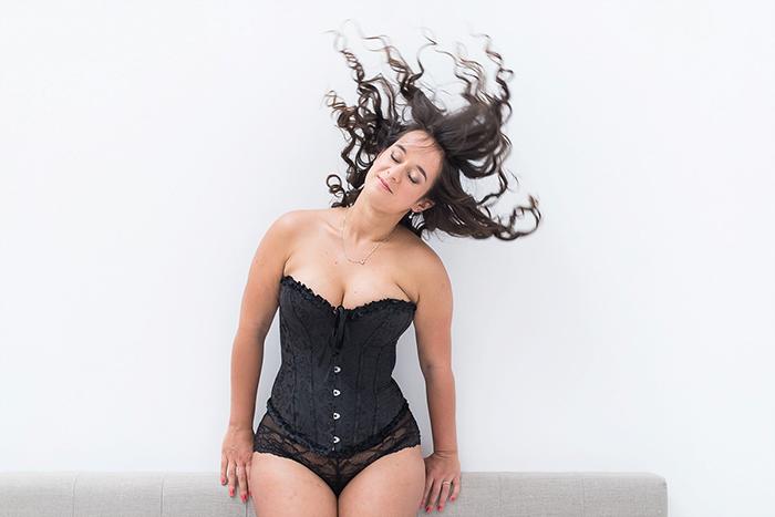 "Séance photo boudoir avec Aurore de ""Joli Jeu de Jambes"""