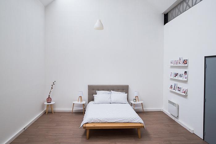Le studio photos d'Aurore. Un espace aménagé pour recevoir tous types de clients.
