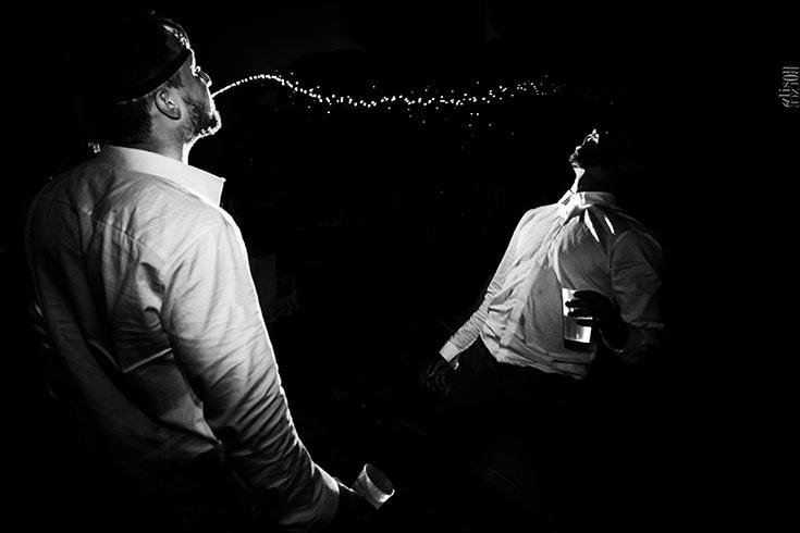 Photo de mariage en noir et blanc, par Alison Bounce.