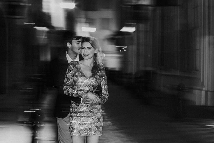 Photo créative, noir et blanc, d'un couple amoureux.