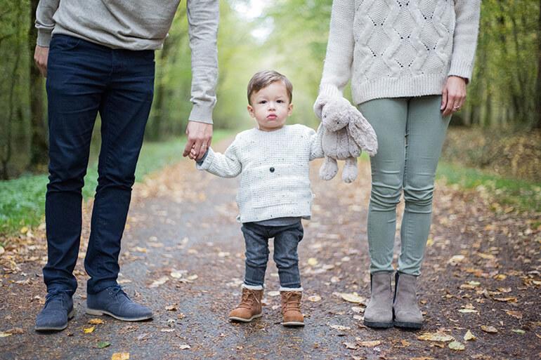 Portrait d'un enfant avec ses parents